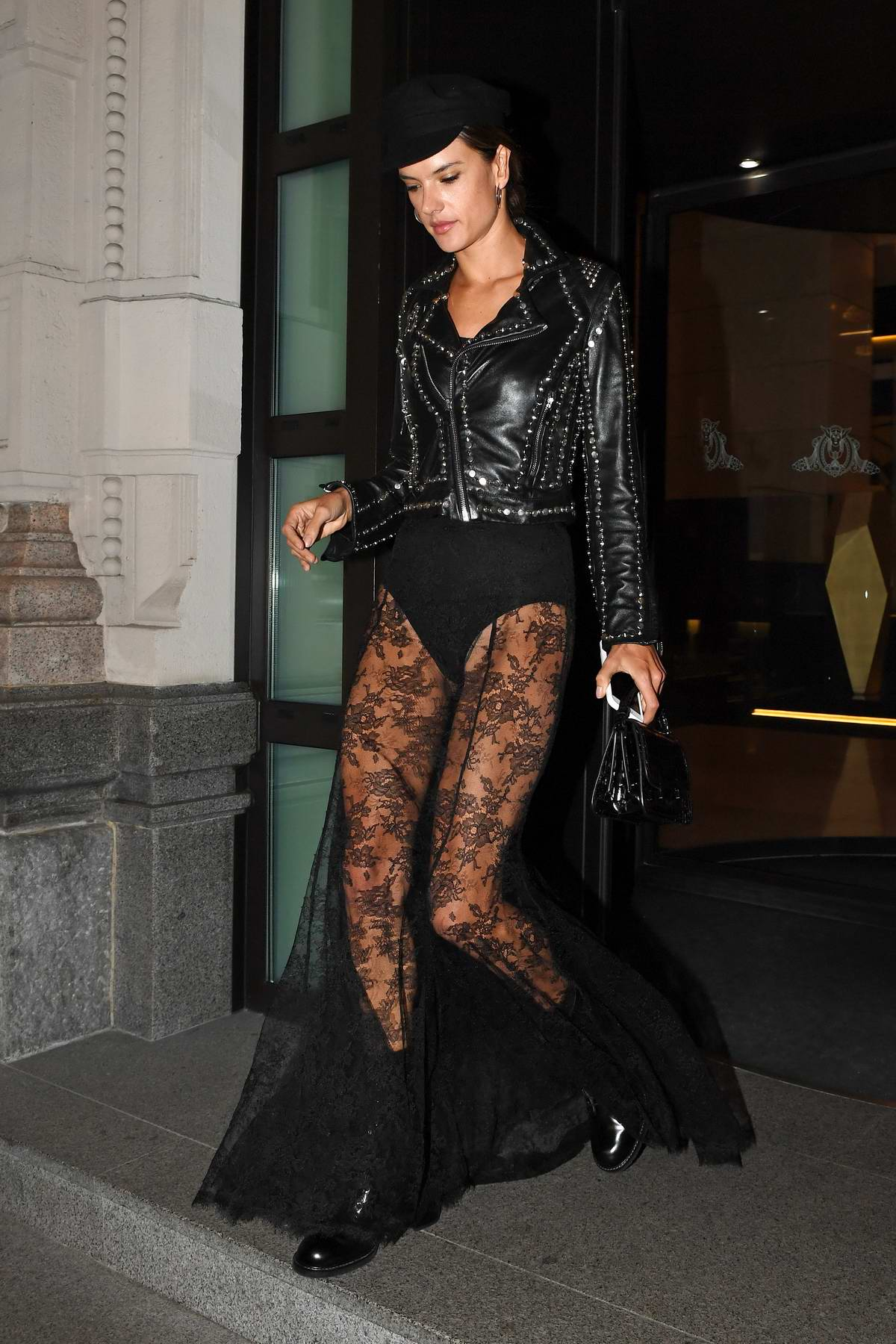 52147953_alessandra-ambrosio-in-all-black-out-and-about-in-milan-italy-190917_1.jpg
