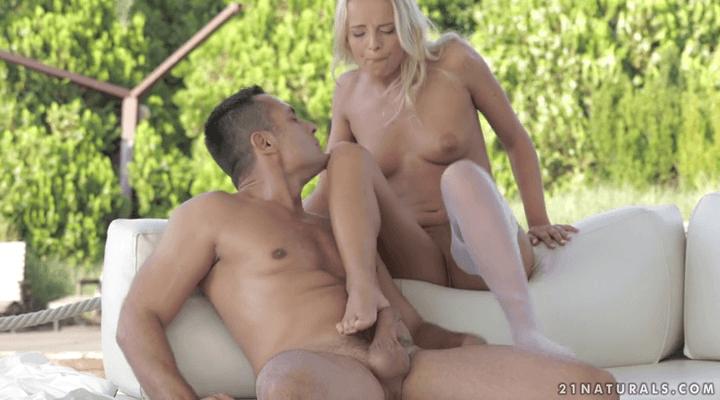 21FootArt: Sexy Toes – Viktoria Pure