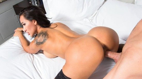TonightsGirlfriend:  – Amia Miley
