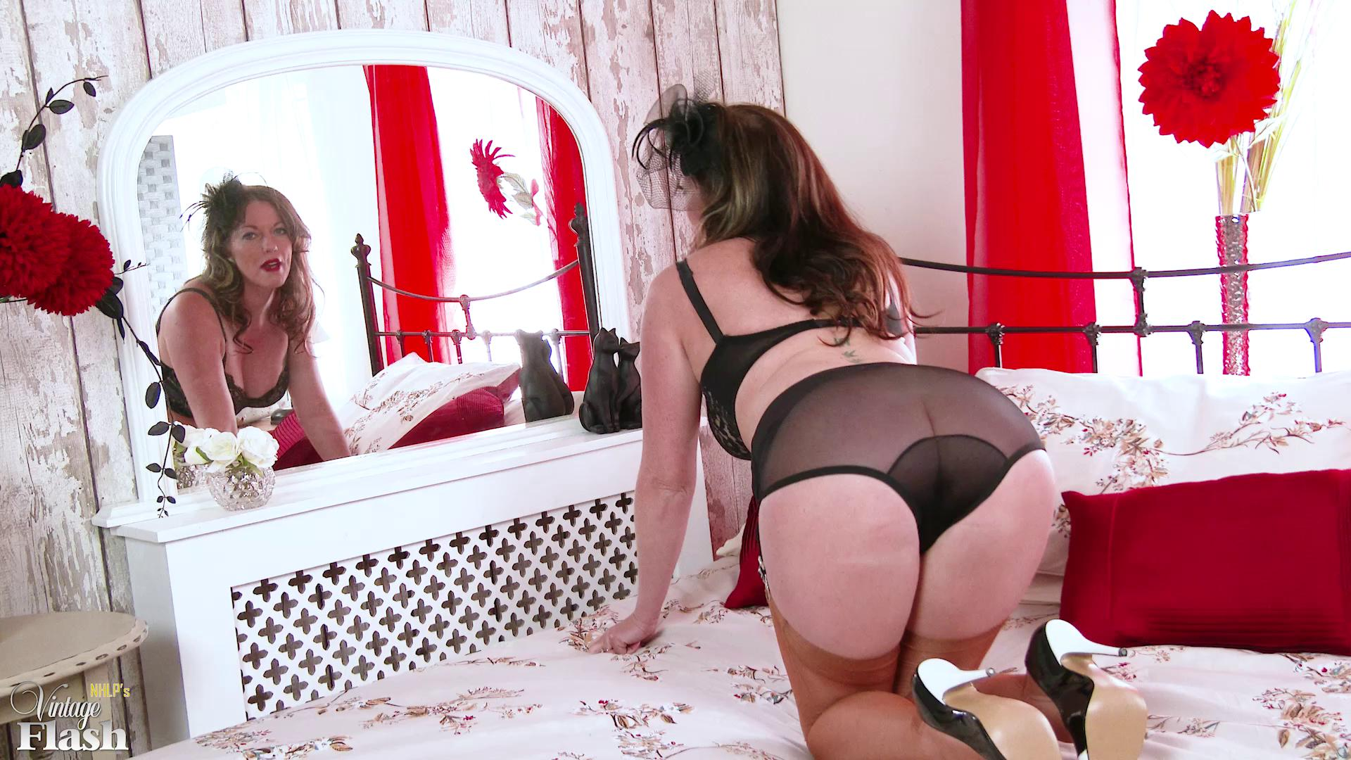 VintageFlash – Holly Kiss Hope You Get To Use Me