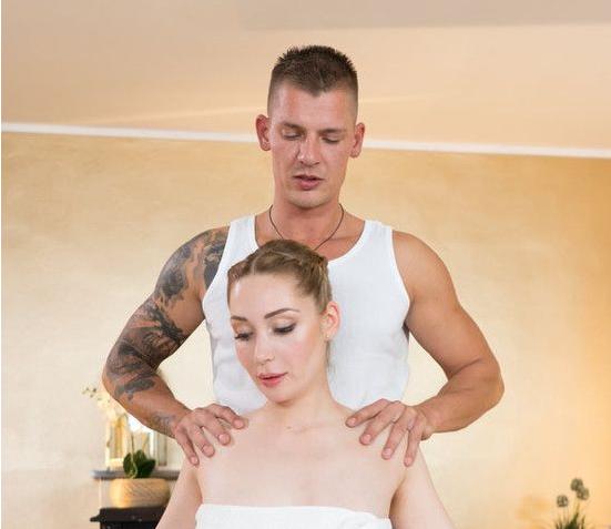 MassageRooms: Hard fucking for posh Russian model – Lola Bambola